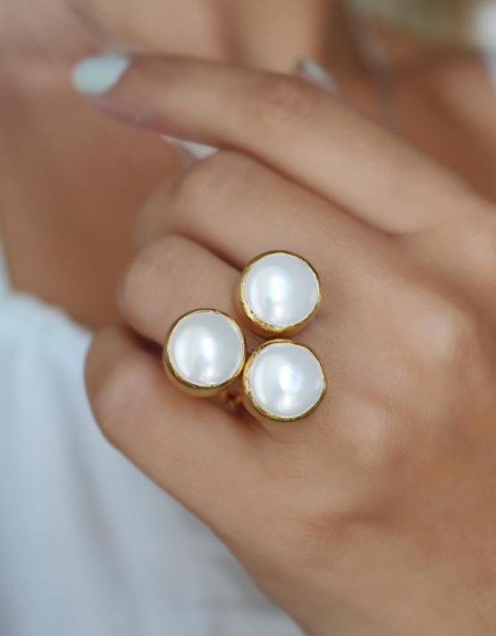 Λευκή Δαχτυλίδι
