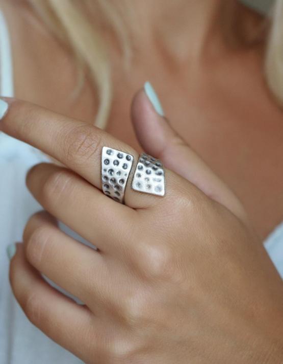 Σάρα Δαχτυλίδι