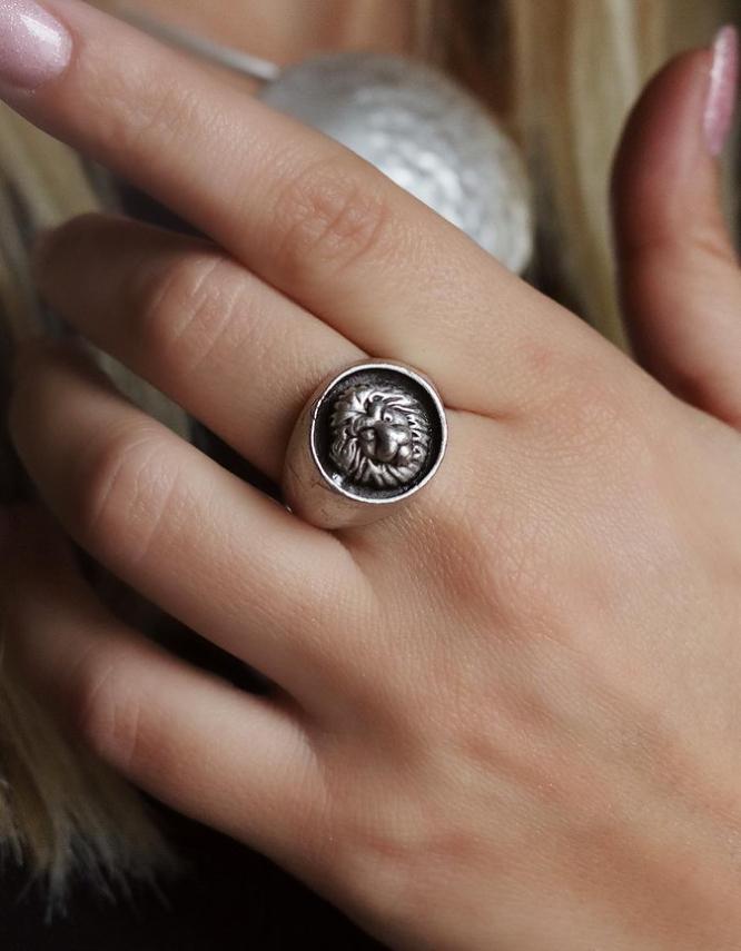 Λέων Δαχτυλίδι