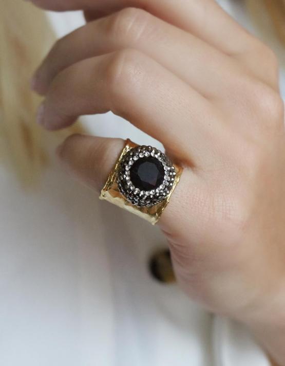 Βασιλική Μαύρο Δαχτυλίδι