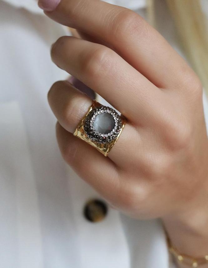 Βασιλική Γκρί Δαχτυλίδι