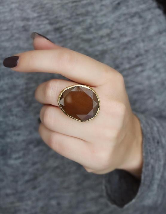 Μελί Μεγάλο Δαχτυλίδι